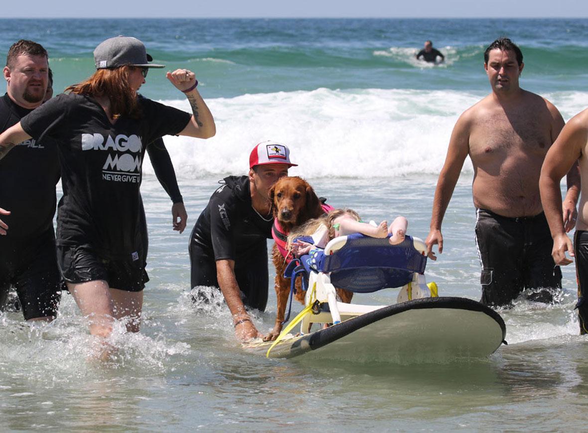 cadela-surfa-com-criancas-com-atrofia-muscular-espinhal-e-proporciona-muita-felicidade-aos-pacientes-pdd2