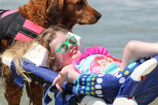 cadela-surfa-com-criancas-com-atrofia-muscular-espinhal-e-proporciona-muita-felicidade-aos-pacientes-pdd3