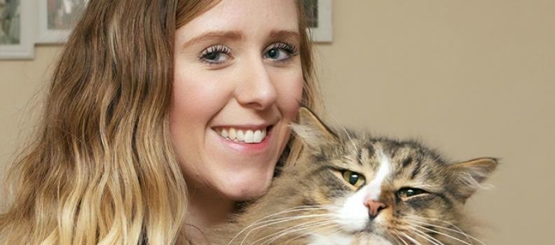 Depois de 14 meses, tutora encontra seu gato vivendo em fábrica de ração com o dobro do peso